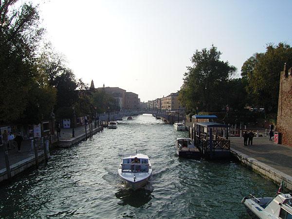 051114_venezia_street01.jpg